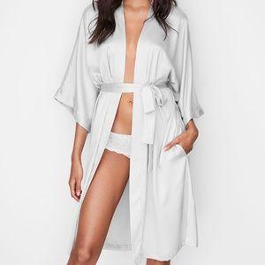 VS VERY SEXY Silky Satin Robe Kimono LONG Ivory